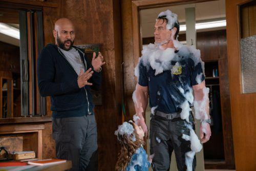 """Als Babysitter sind die Männer in """"Chaos auf der Feuerwache"""" völlig überfordert. Praesens Film"""
