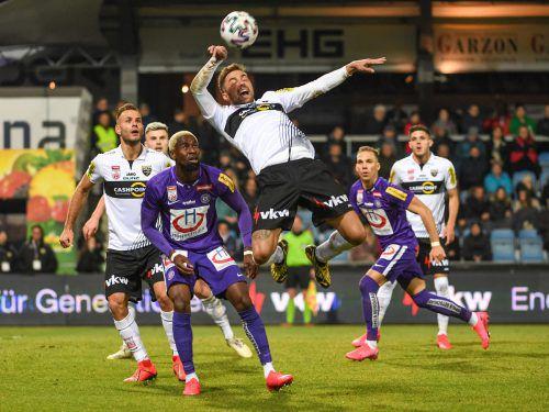 Altachs Neuer, Alain Wiss, in Aktion. Der Schweizer lieferte ein solides Pflichtspieldebüt ab, ärgerte sich aber wie seine Mitspieler über die vergebene Möglichkeit eines Sieges.gepa