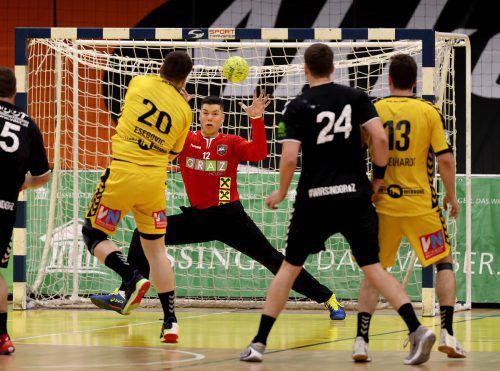 Ante Esegovic lieferte bei seinem Comeback im gelben Bregenz-Dress eine super Partie und schenkte ÖHB-Teamtormann Thomas Eichberger sechs Tore ein.gepa