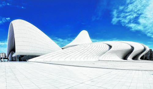 Architektin Zaha Hadid entwarf das beeindruckende Kulturzentrum in Baku.