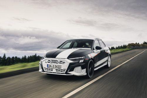 Audi zeigt in Genf als Weltpremiere den neuen A3 und A3 Sportback, der als S über 300 PS stark sein wird.
