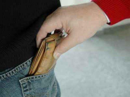 Auslöser der Rangelei war, dass einer der Tatverdächtigen dem Opfer das Portemonnaie aus der Gesäßtasche stahl. symbol/Polizei