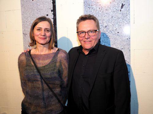 Ausstellende Künstlerin Heide C. Heimböck und Produktionsleiter Augustin Jagg.