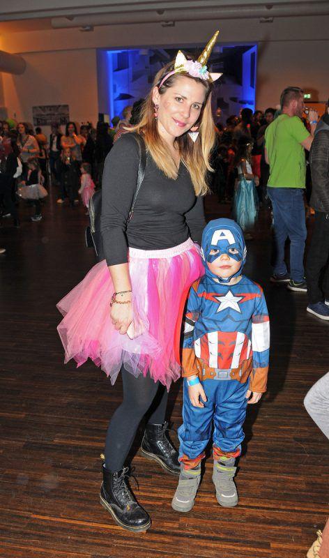 Ben mit Mama als Captain America beim Kinderball.