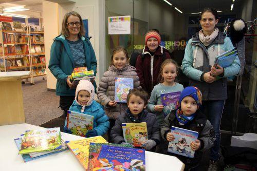 Bücher und Spiele fördern im Besonderen auch die Lese- und Sprachkompetenz der Kinder. bms