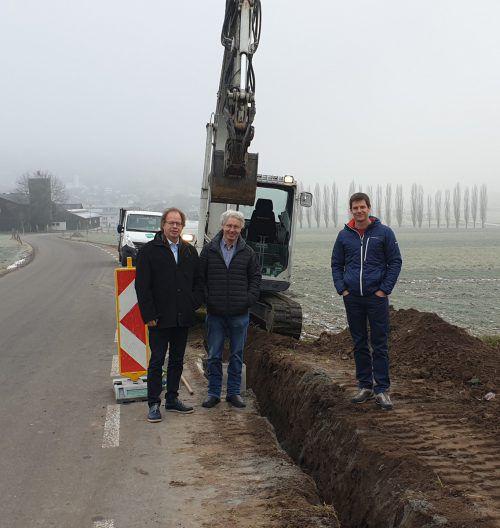 Bürgermeister Florian Kasseroler und Bauamtsleiter Herbert Rösler heißen Thomas Groß herzlich willkommen. EM