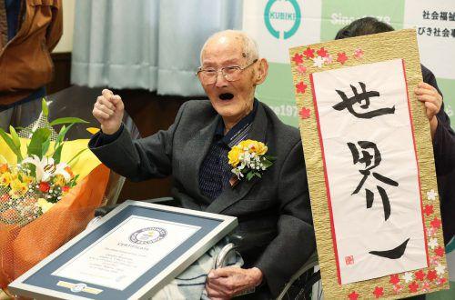 Chitetsu Watanabe (112) empfiehlt: viel lächeln und wenig ärgern. AFP