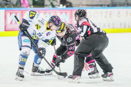 Daniel Fekete (r.) und seine VEU brauchen im Hinblick auf das Play-off gegen Christoph Herzog und den EK Zell am See drei Punkte.sams