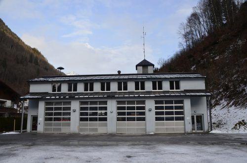 Das bestehende Feuerwehrhaus und Bergrettungsheim soll heuer durch zwei Anbauten erweitert werden. DOB