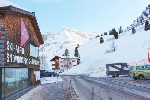 Das Bewilligungsverfahren für das Skischul-Projekt in Warth läuft.
