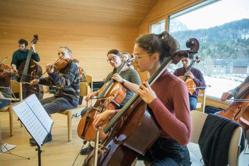 Quarta 4 Länder Jugendphilharmonie bei der Probenarbeit: Im Februar waren mehrere Konzerte geplant. VN/RP