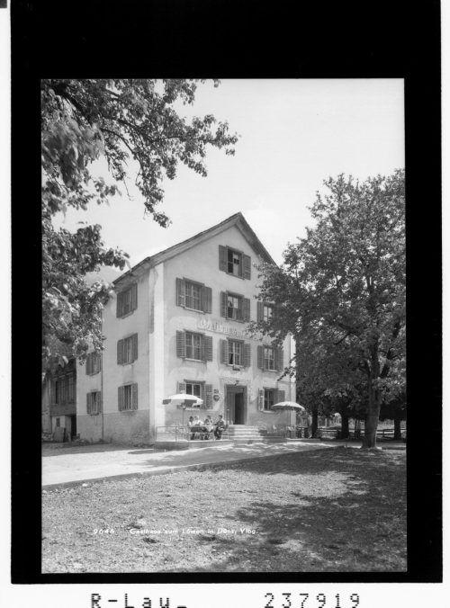 Das Gasthaus Löwen in Düns und die Ortsfeuerwehr verbindet viel. So war der Löwenwirt Wendelin Gohm von 1919-1922 Hauptmann der Feuerwehr, es wurden hier Jubiläen gefeiert und die Löwenwirtin Illigasch fungierte als Fahnenpatin.Sammlung Risch-Lau , Ansichtskartensammlung, Vorarlberger Landesbibliothek