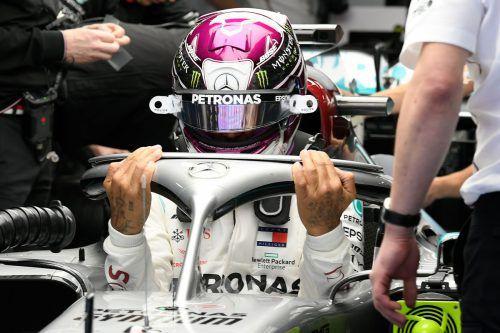 Das neuartige, revolutionäre Lenksystem am Silberpfeil von Weltmeister Lewis Hamilton hat für viel Aufsehen bei den Formel-1-Testfahrten gesorgt. AFP