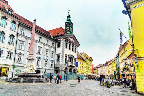 Das Rathaus mit dem Glockenturm wurde ebenfalls im Barockstil errichtet.