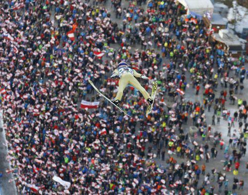 Das Skifliegen am Kulm ist auch für Weltrekordhalter Stefan Kraft immer wieder etwas Besonderes. Der Salzburger kommt im gelben Trikot nach Bad Mitterndorf.Apa