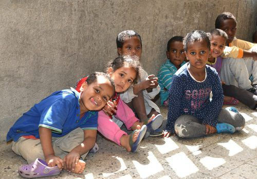 Das Sportgymnasium Dornbirn spendet 2000 Euro für ein Waisenhaus in Äthiopien.