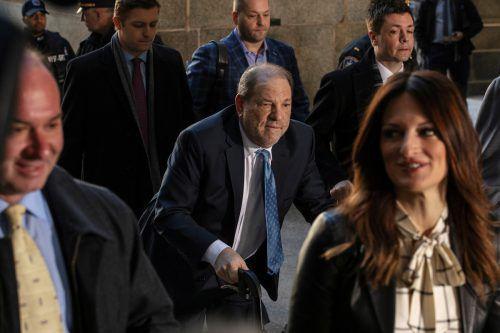Dem einstigen Hollywood-Mogul Harvey Weinstein droht nun jahrelange Haft. Es könnte zu weiteren Prozessen kommen. Reuters