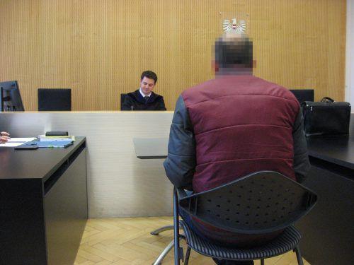 Der 41-jährige Angeklagte brachte sich durch eine neue Arbeitsstelle, die er nicht gemeldet hatte, in Schwierigkeiten. eckert