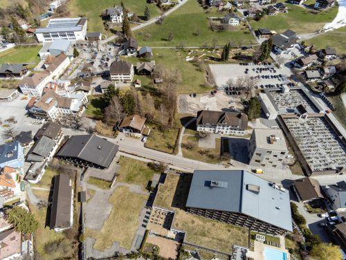 Der Hotelbau boomt in Schruns derzeit gewaltig. Die nächsten Tourismusprojekte sollen im Ortskern entstehen und stehen kurz vor dem Baustart.VN/Lerch