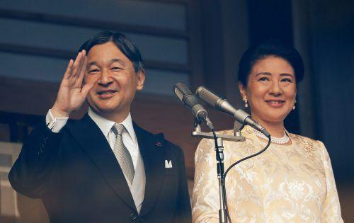 Der japanische Kaiser Naruhito (im Bild mit Ehefrau Masako) hielt seine erste Neujahrsansprache vom Balkon des Kaiserpalasts in Tokio aus. Reuters