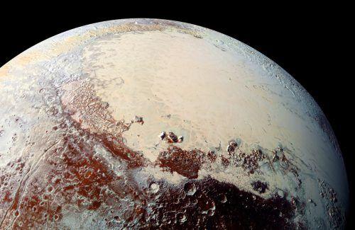 """Der Nasa-Sonde """"New Horizons"""" hat sich eine abwechslungsreiche Landschaft auf Pluto offenbart. Ob dies für eine wissenschaftliche Neubewertung reicht, ist offen. AP/HUAPL/SWR"""