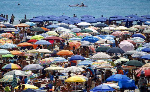 """Der Traumstrand """"Spiaggia della Pelosa"""" zieht Tausende Touristen an. Reuters"""