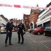 """<p class=""""caption"""">Der Vorfall ereignete sich in einer belebten Einkaufsstraße in Streatham. Der Tatort wurde weitläufig abgeriegelt. Reuters</p>"""