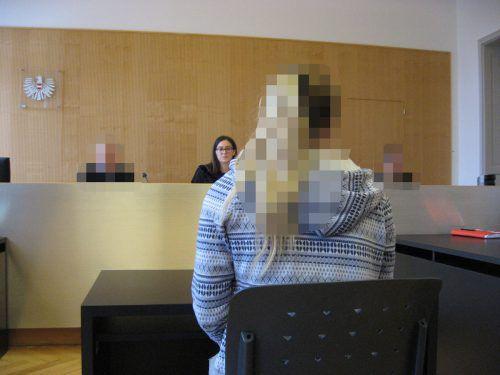 Die Angeklagte, die sich seit der Tat in Untersuchungshaft befindet, wirkte bei der Verhandlung äußerst mitgenommen. eckert
