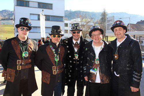 """Die """"Bäumler Steampunks – Gang of Lochau"""" mit ihrem Bürgermeister Stefan Pienz übernehmen in diesem Jahr mit dem Gemeindeschlüssel die Regierungsmacht in Lochau. bms"""