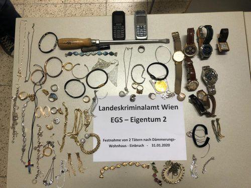 Die Diebe hatten wertvollen Schmuck und Uhren eingesteckt. APA/Lpd Wien