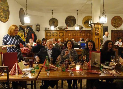 Die etwa 90 geladenen Gäste genossen das russische Ambiente im Feldkircher Schützenhaus. veranstalter