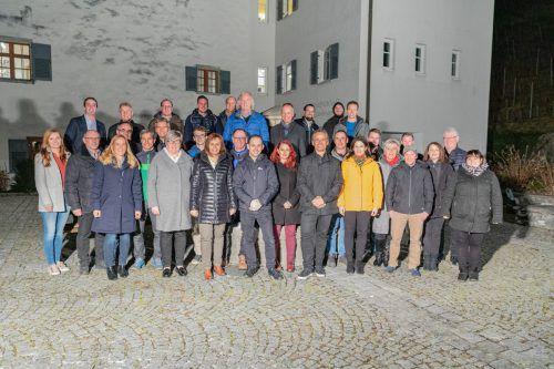 Die Gemeindeliste Röthis bekommt es heuer mit Konkurrenz bei der Wahl zu tun. 17 Gemeindevertreter kandidieren auf der Liste des Bürgermeisters. gL Röthis