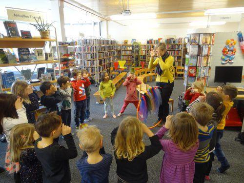 Die Kindergartenkinder erlebten in der Bibliothek Sulz-Röthis wie spannend Bücher sind.