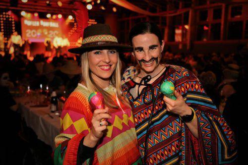 """Die """"Mexikanerinnen"""" Sabrina und Miri genossen die tolle Stimmung."""