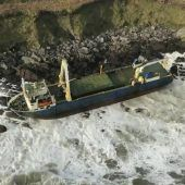 Geisterschiff an Irlands Küste gespült