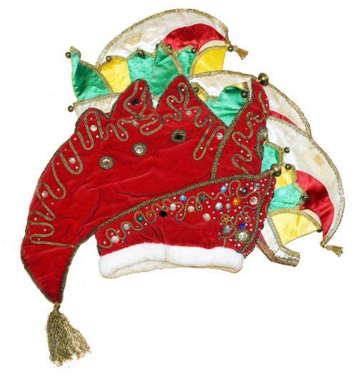 Die Narrenhüte des Zwölferrates und der Hut des Harder Fasnatprinzen liegen im Archiv der Mufängar.