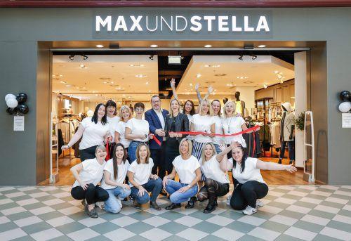 """Die Teams von """"Max und Stella"""" Women und Men, Inhaberin Desiree Riedlsperger und Messepark-Geschäftsführer Burkhard Dünser freuen sich über die Neueröffnung. Messepark"""