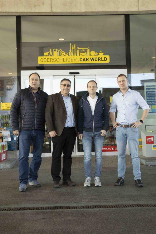 Die Unternehmer Markus und Herbert Oberscheider mit den Gastronomen Marcel Lerch und Daniel Magyar. Oberscheider/Shourot