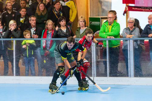 Duell der Goalgetter: Alberto Gomez del torno (l.) und Wolfurts Iker Bosch.VN/DS
