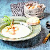Riebelgrieß–Suppe mit Garnelen