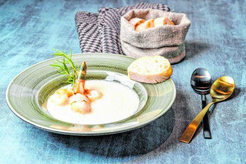 Eine etwas andere Suppe für kalte Wintertage. Die Garnelen und Jakobsmuscheln machen sie zu einer tollen Vorspeise wenn man Gäste hat.VN/Oliver Lerch
