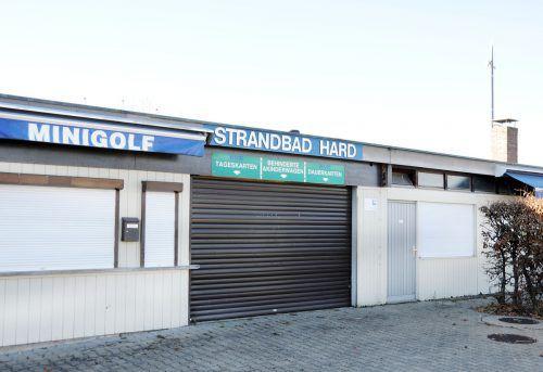 Eine rasche Sanierung des in die Jahre gekommenen Harder Strandbades ist allen Fraktionen der Marktgemeinde ein Anliegen. ajk