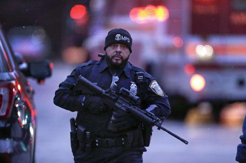 Einsatzkräfte inklusive schwer bewaffneter Spezialeinheiten waren im Einsatz. AFP