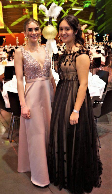 Elegante junge Damen: Lina Losert-Nachbaur und Sara Aydin.