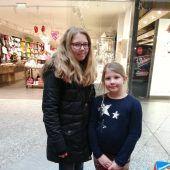 """<p class=""""caption"""">Elisa und Anja Rinderer aus Feldkirch erwiesen sich als sehr geschäftstüchtig.</p>"""