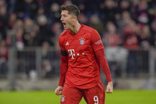 Erst kurz vor Ende erlöste Stürmer Robert Lewandowski die Bayern gegen mutige Paderborner.apa