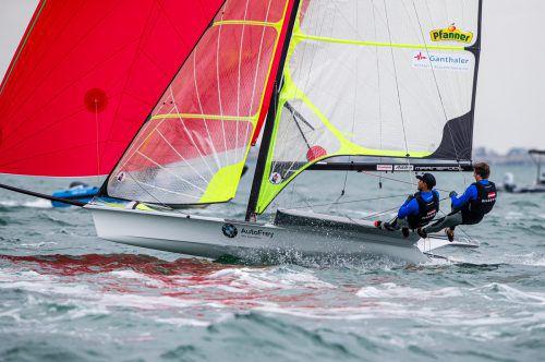 Erwischten sportlich einen super Start in die Weltmeisterschaft: Benjamin Bildstein (r.) und David Hussl.Jesus Renedo/Sailing Energy