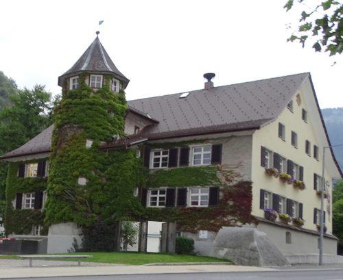Das Emser Rathaus war und ist immer wieder begrünt.