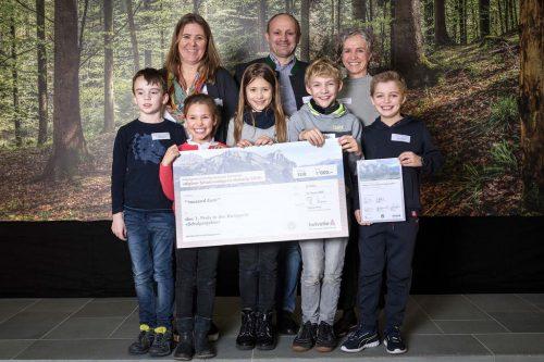 Stellvertretend für ihre Mitschülerinnen und Mitschüler konnten fünf Kinder und ihre Lehrkräfte den Preis in St. Gallen in Empfang nehmen.