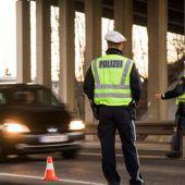 Aktion scharf: Polizei stoppte Alko-Lenker und einen Raser, der mit 250 km/h fuhr.  B1